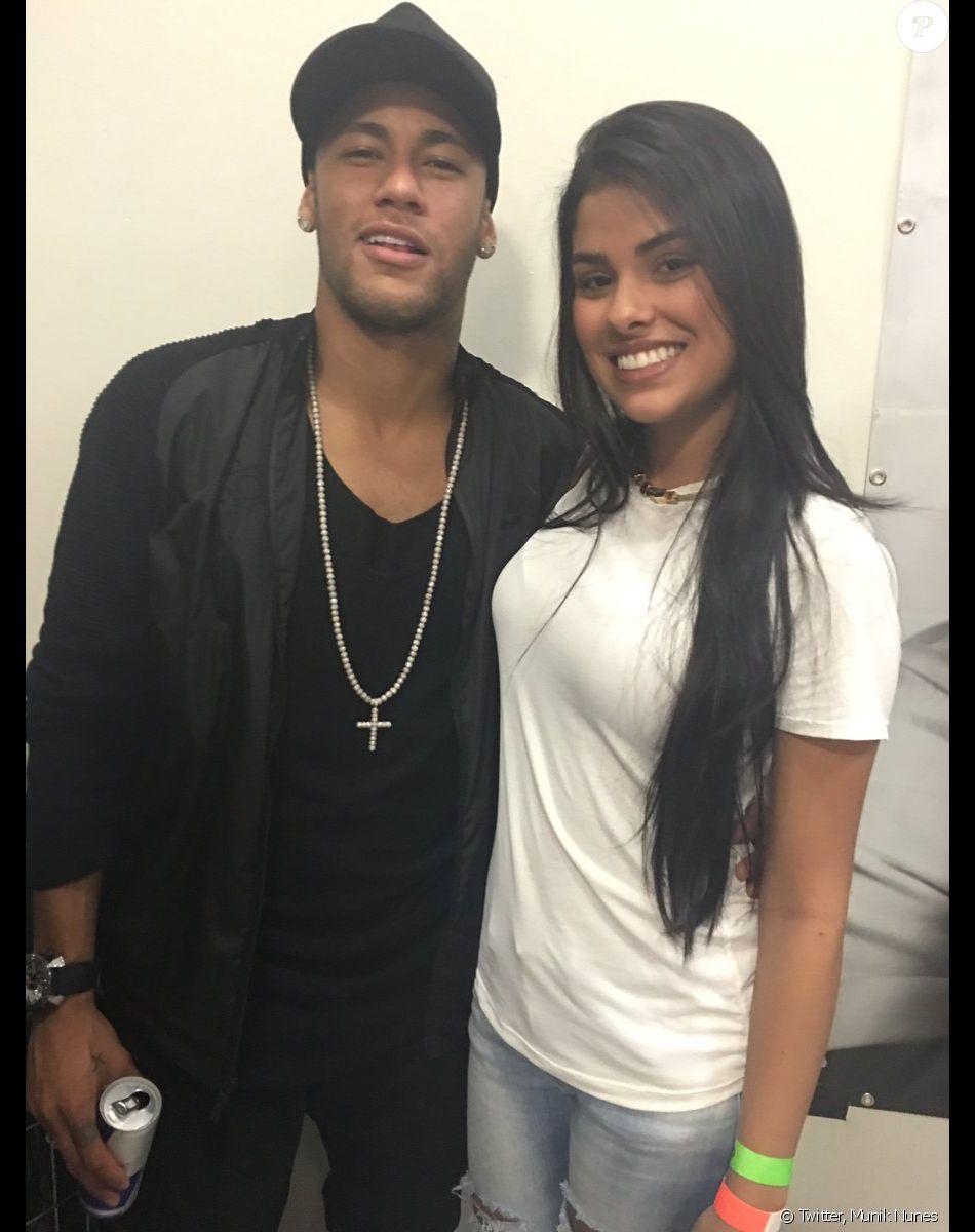 Ex-BBB Munik elogia Neymar após foto com jogador durante encontro com fãs nesta quinta-feira, dia 14 de julho de 2016