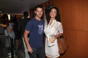 José Loreto fala sobre casamento com Débora Nascimento: 'Ela está me enrolando'