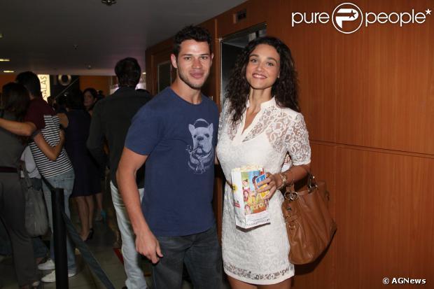 Débora Nascimento e José Loreto ainda não marcaram a data do casamento, em 12 de novembro de 2013