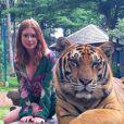Marina Ruy Barbosa foi criticada ao posar com tigres durante a viagem de férias