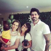 Ex-BBBs Adriana Sant'Anna e Rodrigão batizam o filho, Rodrigo, no Rio de Janeiro