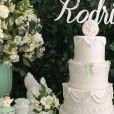 Adriana Sant'Anna e Rodrigão escolheram um bolo de quatro andares para o batizado