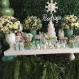 Batizado do filho de Adriana Sant'Anna e Rodrigão contou com decoraçao nas cores verde e branca
