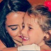 Pally Siqueira, namorada de Fabio Assunção, abraça Ella, filha do ator: 'Amor'