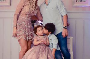 Wesley Safadão e a mulher comemoram aniversário da filha com looks iguais. Fotos