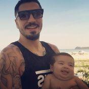 Ex-BBB Fernando Medeiros exibe filho com Aline Gotschalg sorrindo: 'Vai viajar'