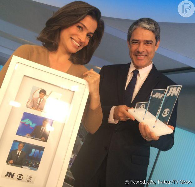 William Bonner recebe homenagem pelos 30 anos na Globo: 'Firma como família'