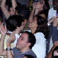 Camila Pitanga e Igor Angelkorte se beijam durante show no Rio nesta sexta-feira, dia 22 de julho de 2016