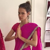 Laura Neiva, namorada de Chay Suede, faz intercâmbio de 15 dias na Índia. Fotos!