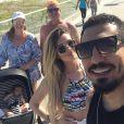 Ex-BBB Aline Gotschalg apareceu em passeio com os avós de Lucca