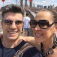 Claudia Raia embarcou com o marido, Jarbas Homem de Mello, para Nova York, nos Estados Unidos