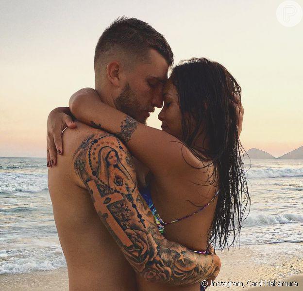 Carol Nakamura disse que sente casada com o namorado, Aislan Lottici: 'Moramos juntos'