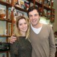 Nathália Dill desfilou o novo visual na festa de confraternização de atores e diretores da novela 'Liberdade, Liberdade' e foi acompanhada do namorado, Sergio Guizé