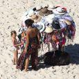 Filhos de Gisele Bündchen, Benjamin, 6 anos, e Vivian, 3,  curtiram praia do Rio com a babá