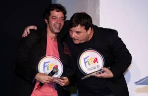 Bruno Mazzeo recebe troféu de Melhor Ator no Prêmio Fita de Teatro 2013, no Rio