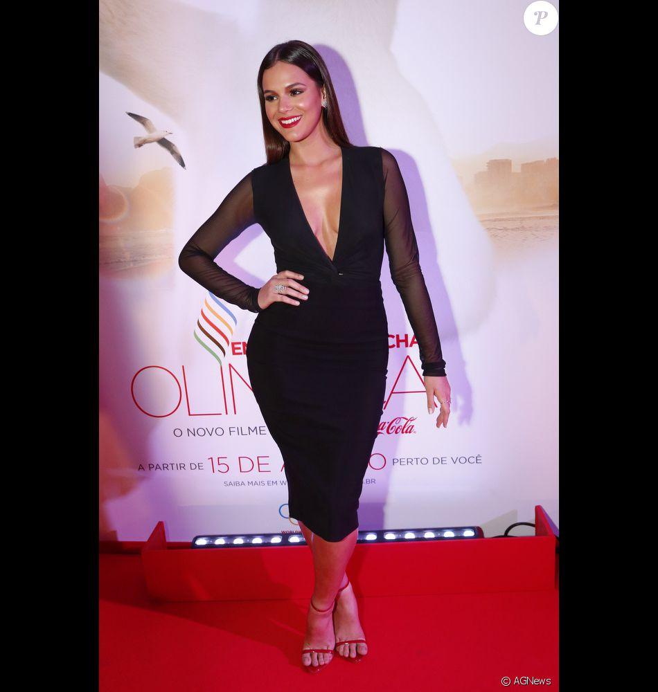 Bruna Marquezine, dona de um guarda-roupa cheio de looks poderosos,  completa 21 b59ff67444