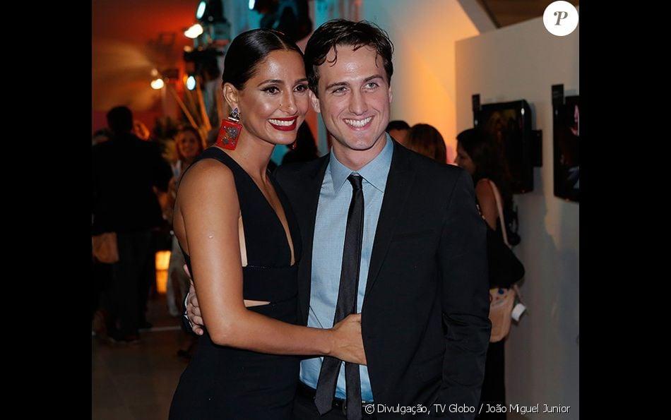 Camila Pitanga tem apoio do namorado, Igor Angelkorte, em cenas quentes de 'Velho Chico': ' Às vezes, olho e digo: amor, podia ter sido mais'