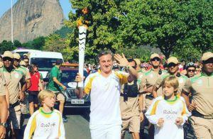 Olimpíada 2016: Luciano Huck e filhos carregam tocha olímpica. 'Emoção única!'