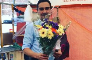 Danielle Winits ganha flores de André Gonçalves em viagem a Amsterdã. Vídeo!