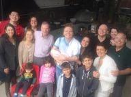 Michel Teló e Thais Fersoza posam com filha, Melinda, e família: '1º churrasco'
