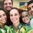 Paolla Oliveira, Fernanda Rodrigues, Marcius Melhem, Max Fercondini e sua namorada, Amanda Richter, posaram para juntos antes das provas de ginástica artística, que aconteceu nesta terça-feira, 9 de agosto de 2016