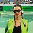 Thaila Ayala conferiu também uma partida de tênis na Rio 2016