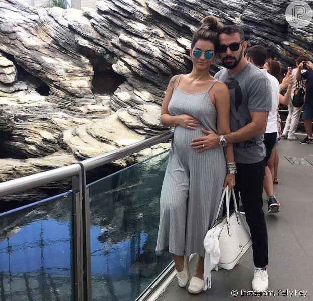 Casada com o empresário Mico Freitas, Kelly Key, grávida de 4 meses, optou pela cesariana para evitar complicações