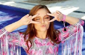 Larissa Manoela exibe boa forma ao estrelar campanha de biquíni. Veja fotos!