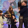 Vera Viel preparou uma surpresa para Rodrigo Faro e levou as filhas, Clara, Maria e Helena, ao palco do 'Hora do Faro'