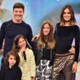 Rodrigo Faro foi homenageado pelas filhas, Clara, Maria e Helena, ao palco do 'Hora do Faro' deste domingo, 14 de agosto de 2016