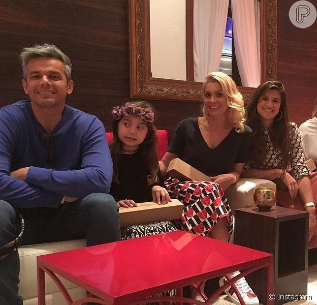 Flávia Alessandra furou fila ao visitar Casa do Qatar com família, diz colunista