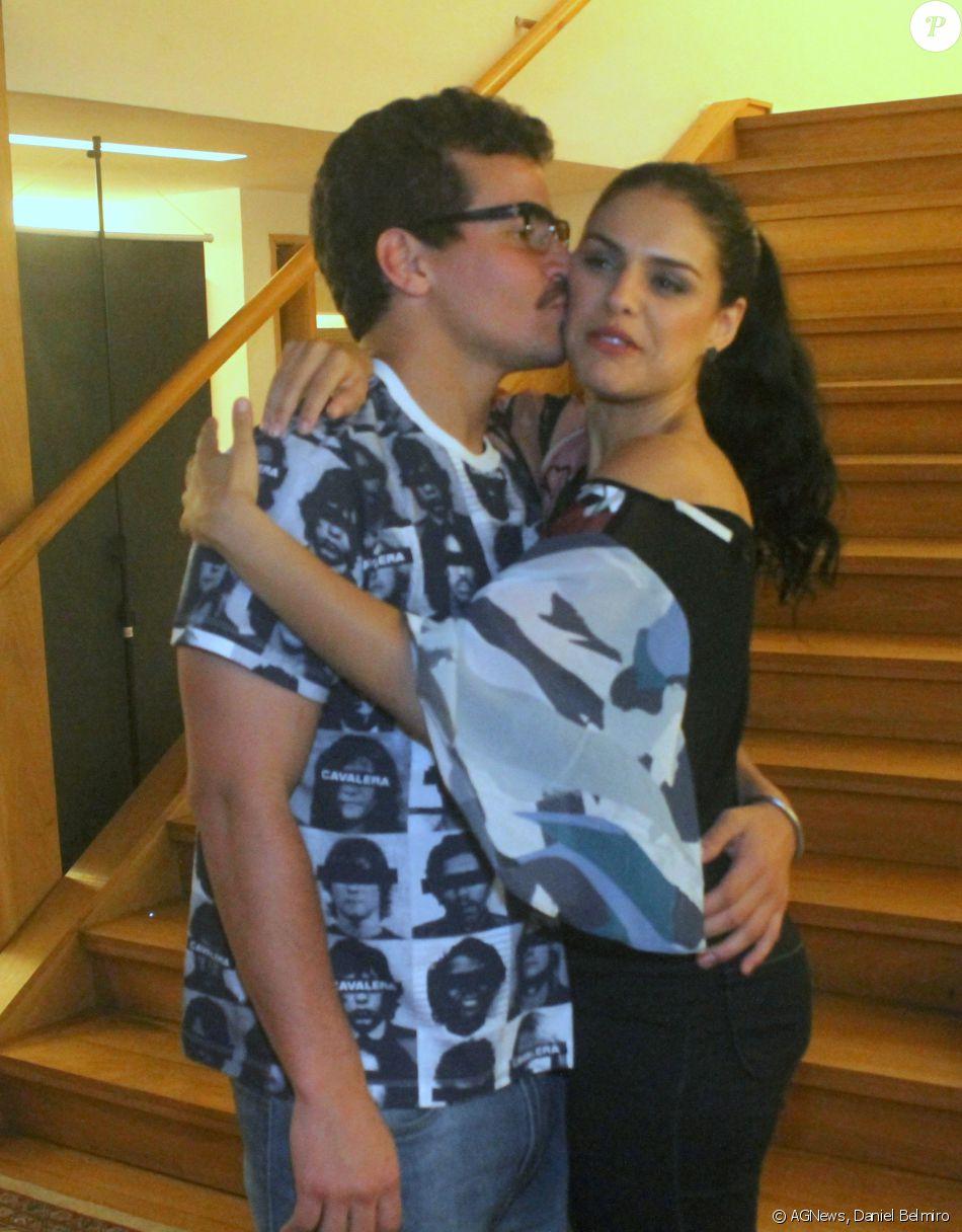 Paloma Bernardi nega crise no relacionamento com Thiago Martins: 'Está tudo bem', disse ela, através de comunicado enviado pela assessoria de imprensa nesta segunda-feira, dia 15 de agosto de 2016