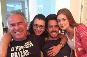 Marina Ruy Barbosa posa com o noivo, Xandinho Negrão, e os sogros. Veja fotos!