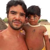 Caio Blat, após 'Liberdade', participa de ritual indígena nas férias: 'Emoção'