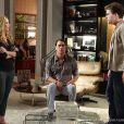 Niko (Thiago Fragoso) expulsa Amarilys (Danielle Winits) e Eron (Marcello Antony) de seu apartamento, em 'Amor à Vida'