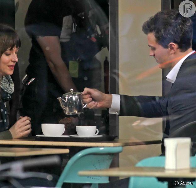 Dakota Johnson e Jamie Dornan rodaram primeiras cenas de '50 Tons de Cinza' nesta segunda-feira, 2 de dezembro de 2013, em Vancouver, no Canadá