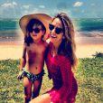 Como sempre, Rafa esbanjou simpatia, em 2 de dezembro de 2013. Na foto,  Ticiane Pinheiro posa com a filha
