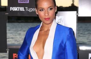 Alicia Keys usa decote generoso no Foxtel Music Channels Summer Launch