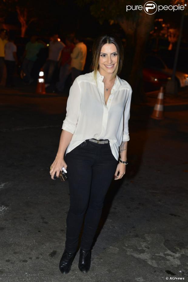 Cleo Pires aposta em uma calcinha nova como simpatia para a virada do ano, de acordo com entrevista, nesta segunda-feira, 31 de dezembro de 2012