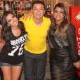 Anitta posa ao lado de Preta Gil e David Brazil