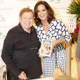 Boni recebeu convidados famosos e autografou exemplares da obra na Livraria Travessa, no Shopping Leblon, Zona Sul do Rio de Janeiro, em 10 de dezembro de 2013