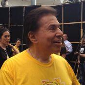 Silvio Santos participa de festa de final de ano do SBT com roupa despojada