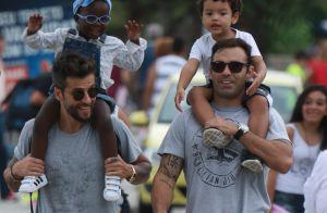 Bruno Gagliasso mostra Títi ao parabenizar afilhado: 'Faz minha filha sorrir'