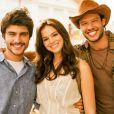 Na pele de Helena, Bruna Marquezine se envolve em um triângulo amoroso com o primo Laerte (Guilherme Leicam) e o amigo Virgílio (Nando Rodrigues)