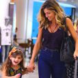 Sofia, filha de Grazi Massafera, faz caretas em vídeo postado por Larissa Manoela