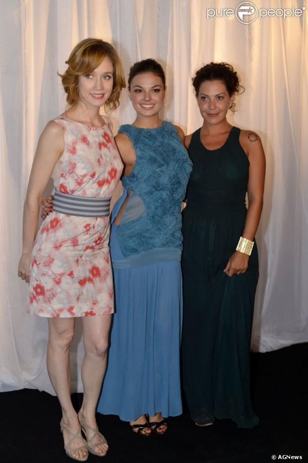 Camila Morgado, Isis Valverde e Fabíula Nascimento posam para foto na