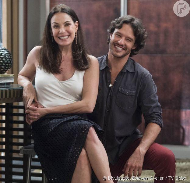 Penélope (Carolina Ferraz) fica assustada ao saber que está grávida de Henrique (Nando Rodrigues) na novela 'Haja Coração'