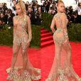 No Met Gala 2015, Beyoncé foi o centro das atenções com seu vestido  Givenchy cobrindo apenas algumas partes do corpo com aplicações de cristais