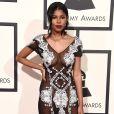 A cantora  Diamond White usou vestido transparente com bordados em áreas estratégicas pelo corpo no Grammy Awards, no dia 15 de fevereiro de 2016