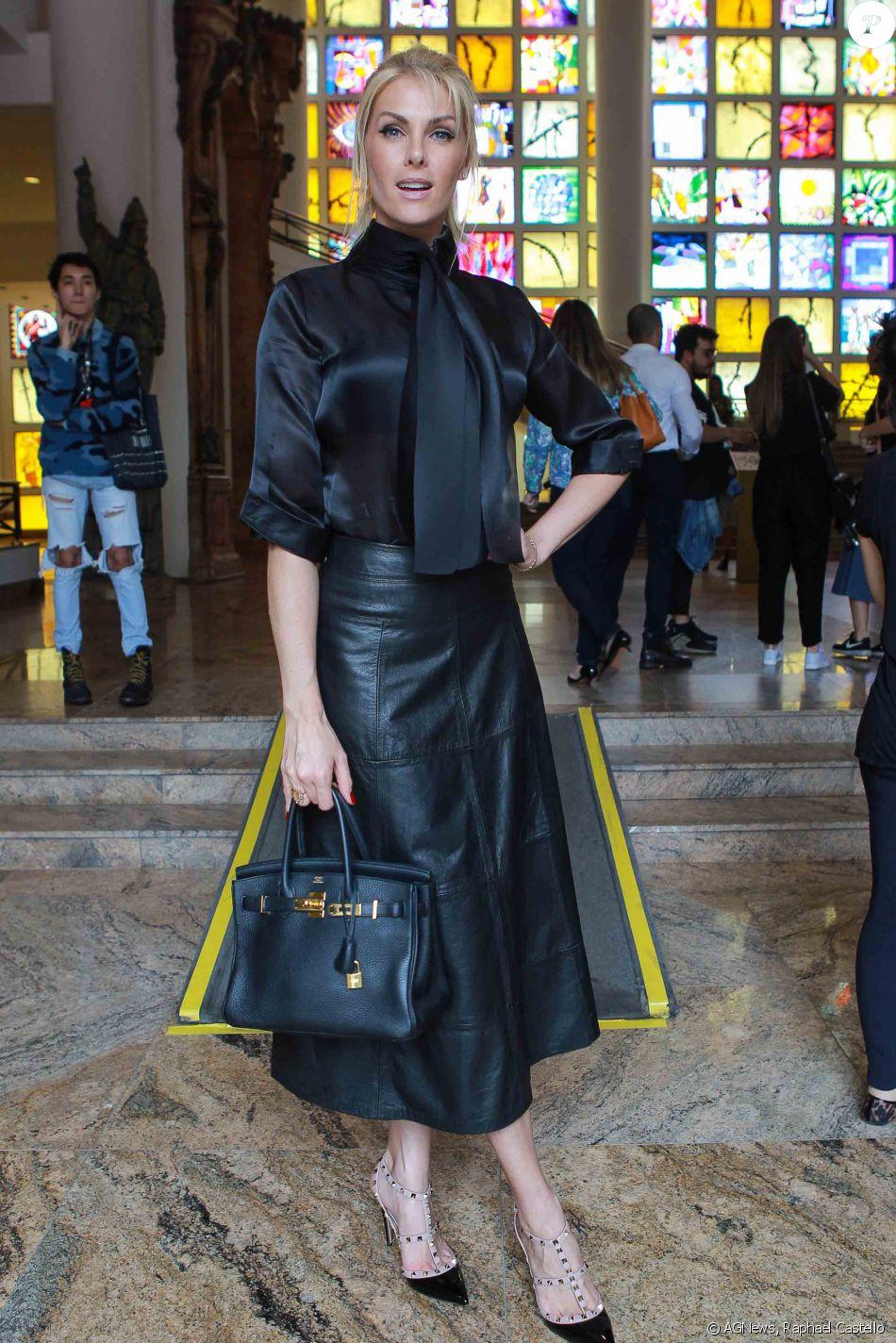 a8c5e43cf0203 Ana Hickmann apostou em uma bolsa da grife Hermès para ir ao São Paulo  Fashion Week